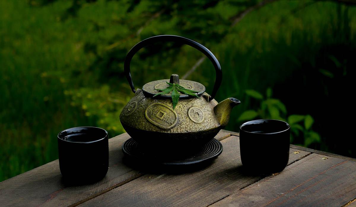 how to make weed tea, cannabis tea pot, marijuana tea
